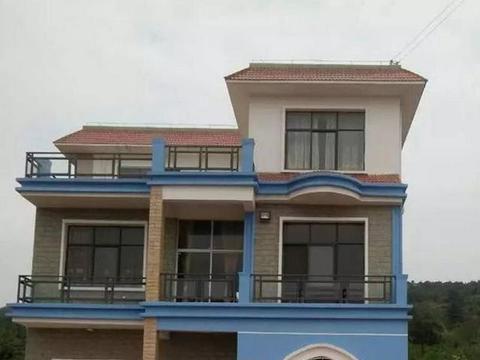 花50万在老家自建三层别墅还带装修,这在村里算是数一数二的