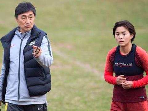 官宣,中国女梅西100%无缘中韩大战,网友炮轰贾秀全:你在做什么