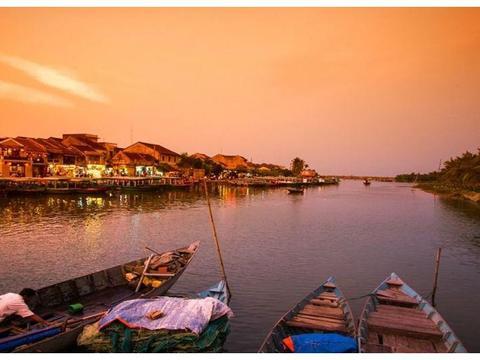 越南物价十分低,带1000元人民币能在那里干什么?吃喝玩乐够吗?