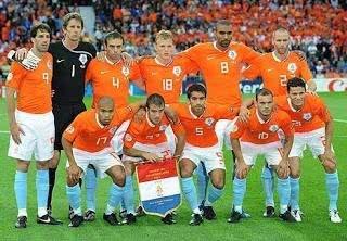 小组赛狂虐意法,淘汰赛遭遇神奇沙皇,08欧洲杯的荷兰太可惜