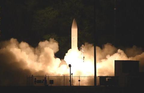 最新武器成功试飞后,美国却首次开口承认:和中国差距达8年
