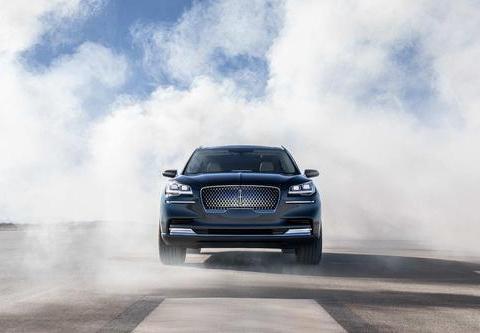 真正的美系中大型SUV,直接对标X5和Q7,车身超过5米