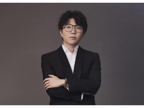 《创3》教练团录制,鹿晗黄子韬现身背同款包,对打隔壁蔡徐坤