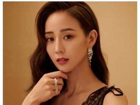 张钧甯尝试中分短发造型,当她低头的瞬间,网友:终于相信她38岁
