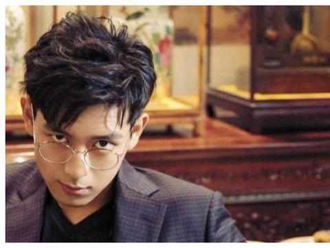 李现为什么这么有魅力?网友:他将年轻人的审美观拉回了正轨