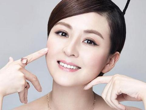 """富二代花了10年追求她,被称""""内地张柏芝"""",36岁活的像公主"""