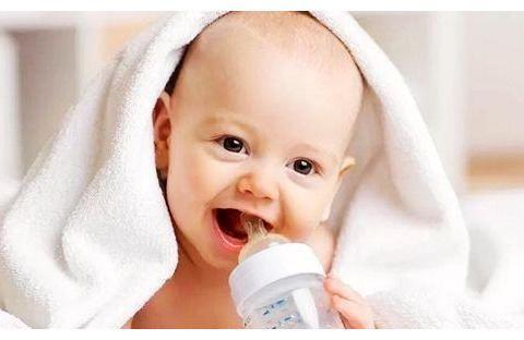 胸小没奶?姨妈来了奶水有毒?破除母乳喂养的这些谣言