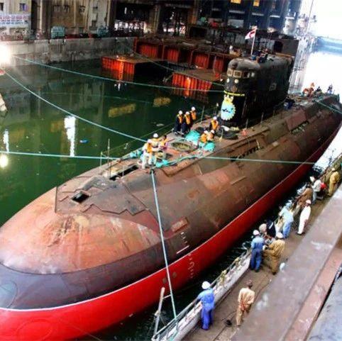 印度海军基洛级潜艇年久失修,俄报出18亿美元天价,船厂无能怪不得别人
