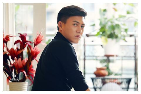 """48岁吴越评价靳东,""""得此男人,一生无忧"""",粉丝沸腾了"""