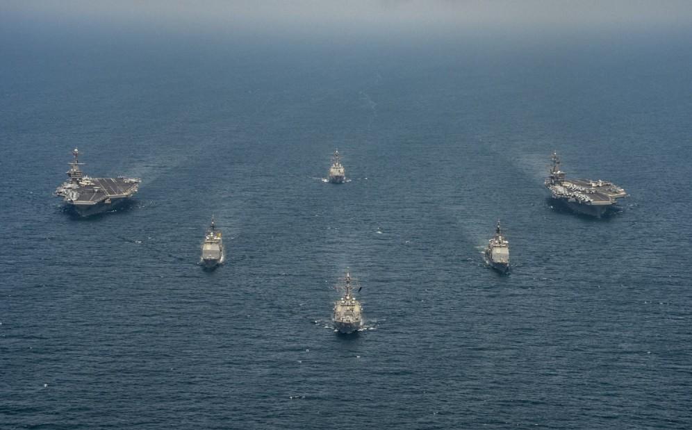 战争前兆已出现?美双航母战斗群开始集结,这次轰炸机也进入战备