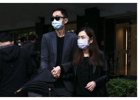 灵堂前失态大哭,杨千霈制作105秒影片,告别刘真好想你