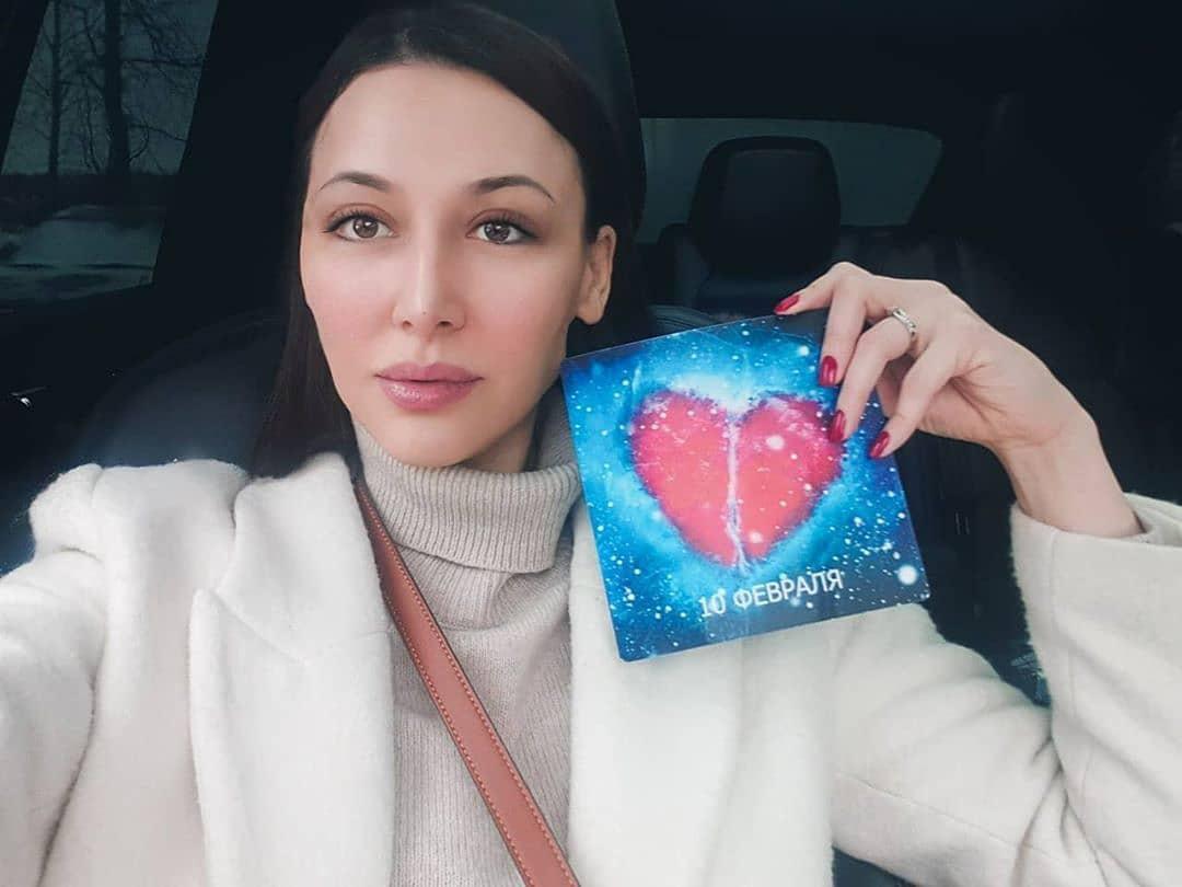 乌兹别克斯坦最美资深美女,爱生活爱自拍却很低调