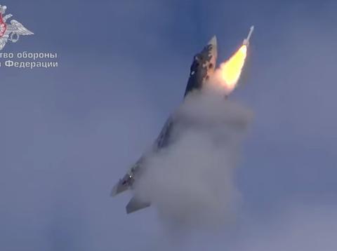 苏-57开侧弹舱射格斗弹,弹舱争议就此画上句号