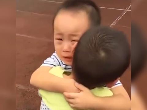 萌娃开学没和小伙伴分一个班,互相拥抱痛哭流涕