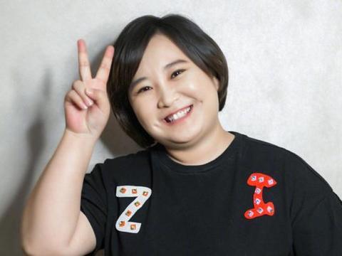 2001年,贾丹为贾玲放弃中国传媒大学,如今贾玲回馈她两房一车