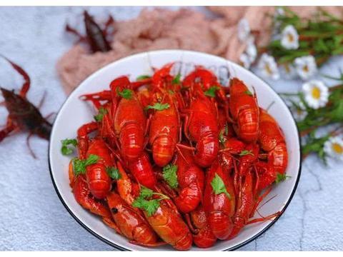想吃小龙虾不用去路边摊,自己在家就能做,干净卫生口感佳