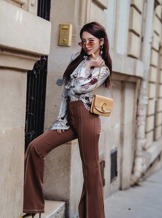 """早春流行一种穿法,叫""""衬衫+阔腿裤"""",气质又显瘦,明星都爱穿"""