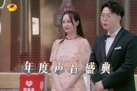 杜海涛沈梦辰太甜了 主持节目站一块像婚礼迎宾 眼神更是爱意满满
