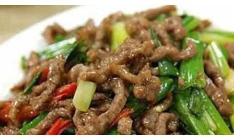 美食推荐:川味拌莲藕,木耳炒肉丝,葱爆牛肉,盐菜炒乌贼的做法
