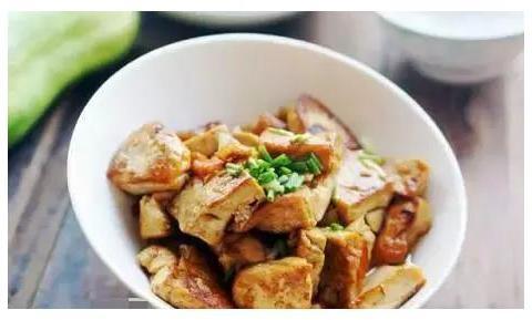 精选美食:肉烧豆腐,五花肉炒腐竹,瘦肉煲鸡汤,西葫芦炒肉做法
