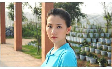 曾是朱亚文同班同学,同居9年输给沈佳妮,今35岁成豪门阔太