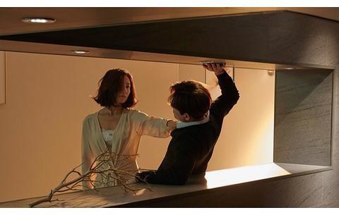 韩剧《夫妻的世界》开播,限制级不是噱头,金喜爱上演夫妻内讧