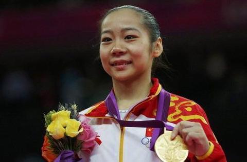 1米37奥运冠军邓琳琳,退役保送北大成学霸,身体二次发育变女神