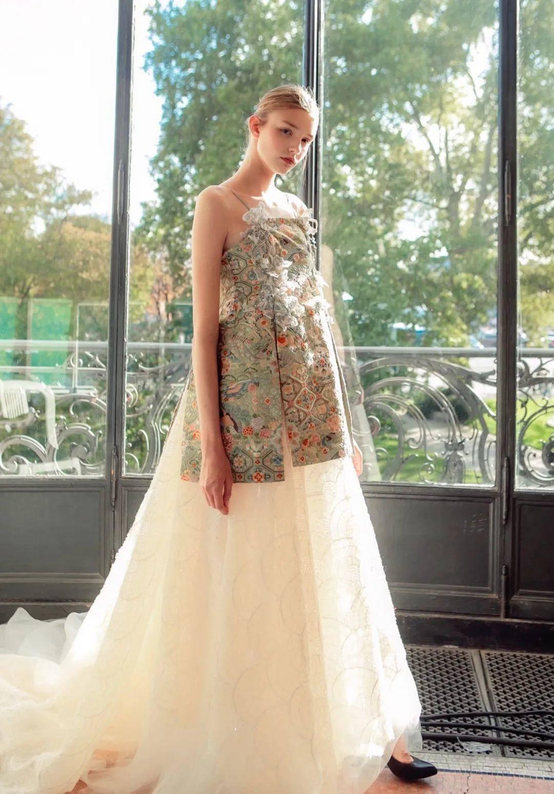 纽约时装周最年轻的华服设计师,中国90后男裁缝用旗袍续写华服盛世!