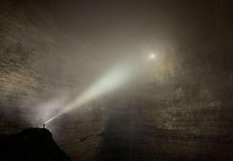 """重庆最""""恐怖""""洞穴,遍地骸骨伸手不见五指,村民揭秘背后真相!"""