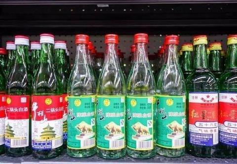 """这4种便宜白酒,在超市中无人理会,懂行的人一眼看出""""不一般"""""""