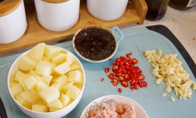 土豆这吃法,天天吃都稀罕,出锅汤汁都不剩,这也太下饭了!