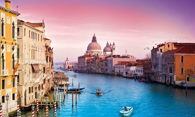 威尼斯这一岛屿,举办多届电影节,全长仅只有18公里