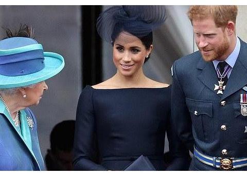 6岁乔治王子带着弟弟妹妹亮相!夏洛特笑出了牙龈,路易王子萌翻