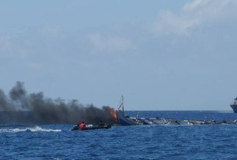 俄罗斯渔船在海参崴遇袭,俄方潜艇立即出警,警告日本别乱来!