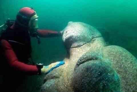 潜水员在海底发现一尊铜像,揭开铜像神秘面纱后,心里了开了花!