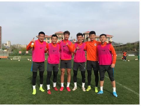 李霄鹏的好消息,4大外籍助手将正式归队,两位潜力新星已合练