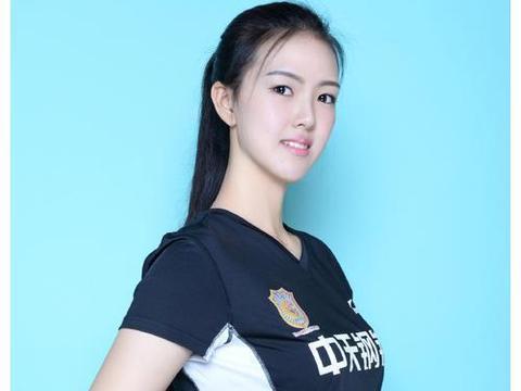 泰国排球女神走红,19岁长相清纯,面对质疑坦言:我是女儿身