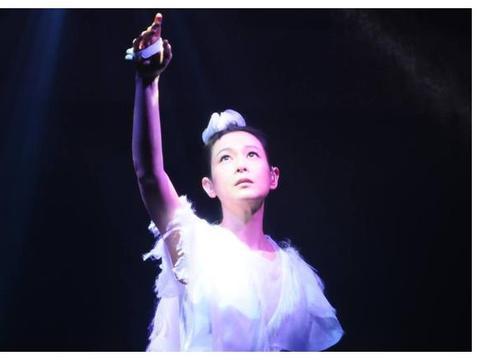 勇于挑战自己的刘若英,拥有极强的演技,唱功也很经典