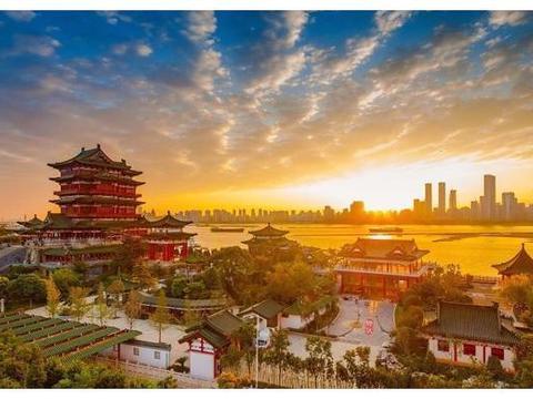 国内唯一用英文命名的古镇,虽有中文名字,但游客更愿记英文名