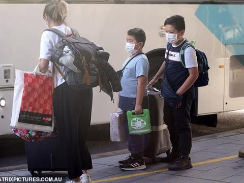 抵悉尼旅客前往隔离点 有30人机场出现症状