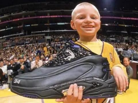 奥尼尔身材有多壮?外套能装下两成年人,鞋子比小孩头还大!