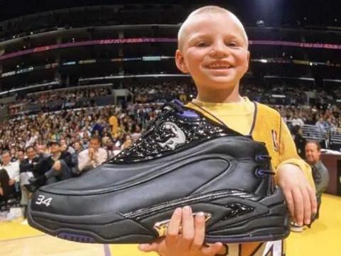 奥尼尔身材有多壮?外套能装下两成年人,鞋子比小孩头还大