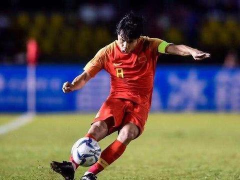 鲁能国脚成中超名片,1举动再推中国足球进步