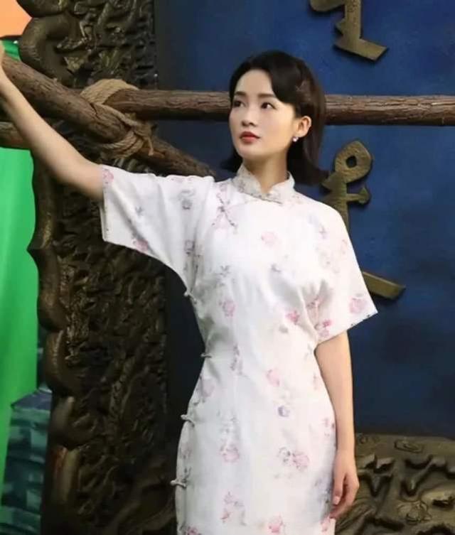 当李沁宋轶换下古装,同时穿上旗袍后,张若昀这次就不知选谁了!