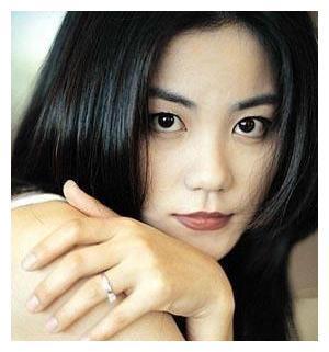 杨澜采访王菲:你的性格一直这么高傲吗?王菲的回答让人心服口服