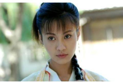 原定演员开机前辞演,她被王晶拉去救场,因为演技太好加戏成主角