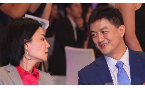 王菲终于坐不住了!李亚鹏即将结婚,新娘竟是50岁的她:太像王菲