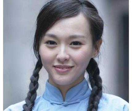 女星的民国学生装扮相:唐嫣最显老,baby最清纯,没想到她最美