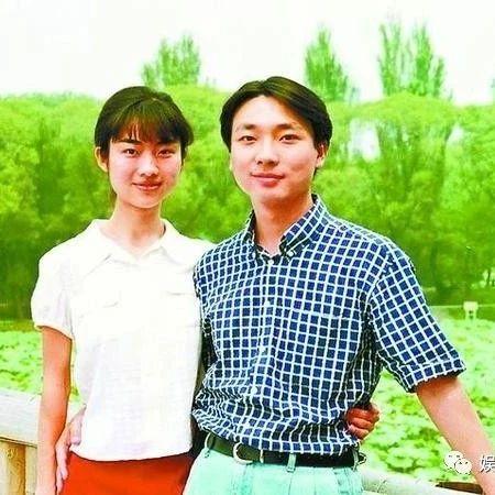 """离开""""央视滤镜"""",48岁康辉也能萌萌哒,严肃端庄的他是宠妻高手"""