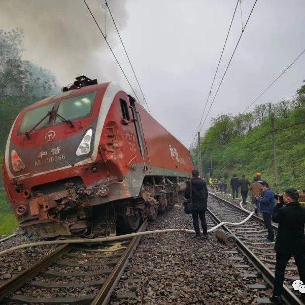 济南至广州T179次列车脱轨侧翻,1名铁路乘警不幸殉职  4人重伤
